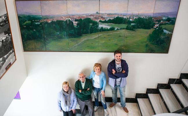 José Manuel Blanco Puente dona un cuadro a Noreña