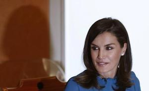 La Reina Letizia elige un diseño de Zara como guiño a Amancio Ortega