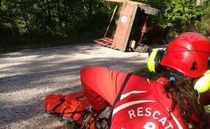 Herido un hombre tras volcar su tractor en Redes
