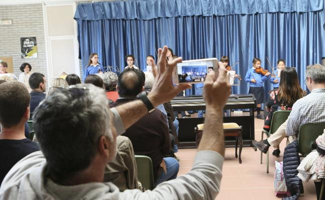 Los alumnos del colegio École dan el 'do de pecho'