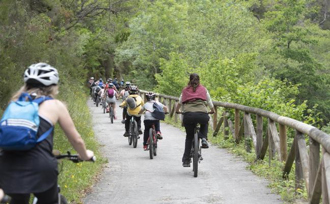 La Federación de Montañismo denuncia que la mitad de las sendas en Asturias están en mal estado