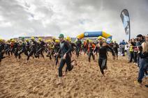 Más de 200 atletas en el Triatlón Villa de Gijón