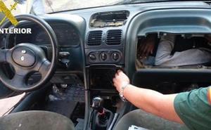 Cuatro inmigrentes acceden a Melilla en el salpicadero de varios vehículos