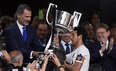 El autobús del Valencia con la Copa del Rey, implicado en un accidente
