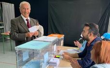 Elecciones autonómicas 26M: un ribadedense retornado vota en sus primeras municipales con 83 años