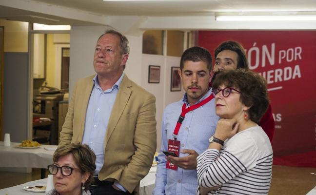 Noche de sobresaltos en IU, que deja a Ana Castaño fuera de la Corporación