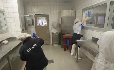 Los trabajadores de limpieza del HUCA inician mañana las movilizaciones en protesta por sus condiciones laborales