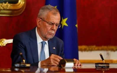 El presidente austríaco destituye oficialmente al Gobierno de Kurz