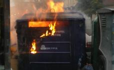 Sigue sin haber detenciones tras la quema de más de cien contenedores en Gijón