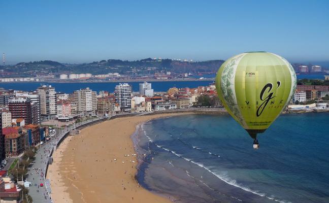 Desembarco de globos en la mar y la arena de San Lorenzo