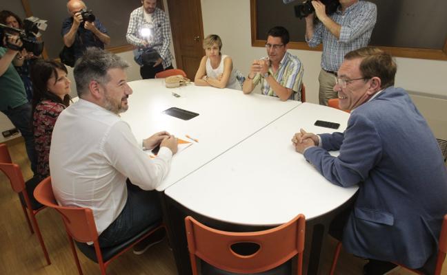 Vázquez exhibe «independencia» y plantea llegar a un acuerdo con Barbón