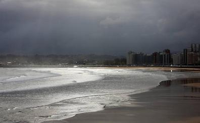 La lluvia da la bienvenida a la semana en Asturias