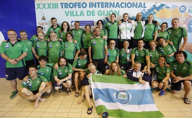 El Santa Olaya repite victoria en el Oly Máster nadador completo