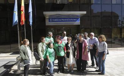 La familia desahuciada en Oviedo vivirá separada hasta encontrar un piso que pueda pagar