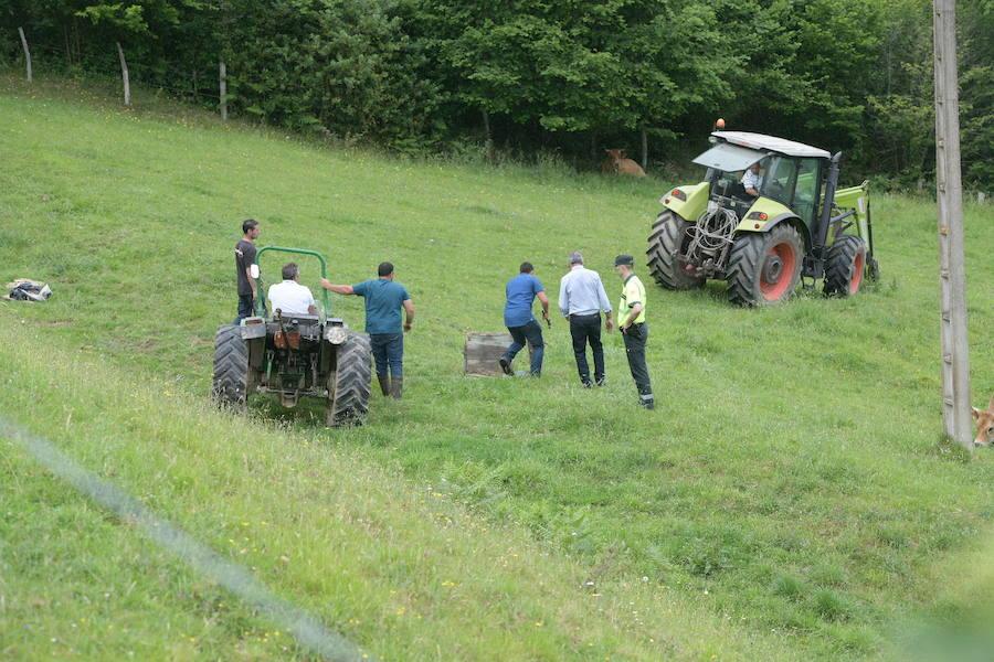 Fallece un hombre de 77 años en Grado al volcar con su tractor