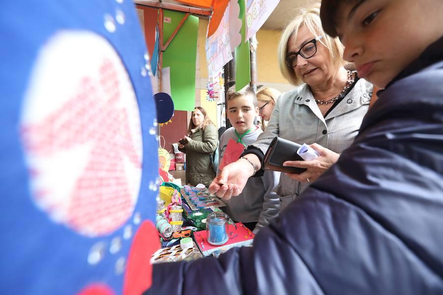 Más de 600 estudiantes venden sus productos en el Mercado de Cooperativas Escolares de Avilés