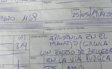 Un policía multa a una mujer por circular con «exceso de belleza»