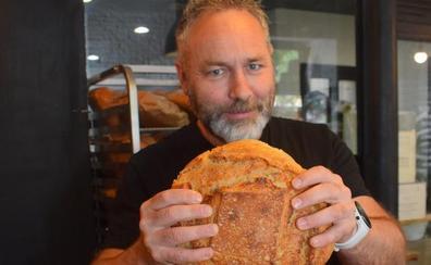 «Llevamos treinta años comiendo pan malo»