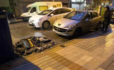 Detenido por quemar 18 contenedores y causar daños en coches en Gijón