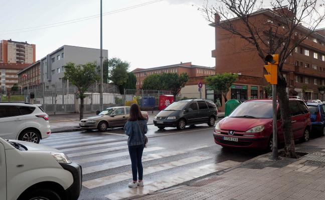 La menor que atropelló a una mujer en Gijón asegura que confundió el pedal del acelerador con el freno