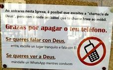 Cartel en una iglesia de Pontevedra: «Si quieres ver a Dios, envíale un WhatsApp mientras conduces»