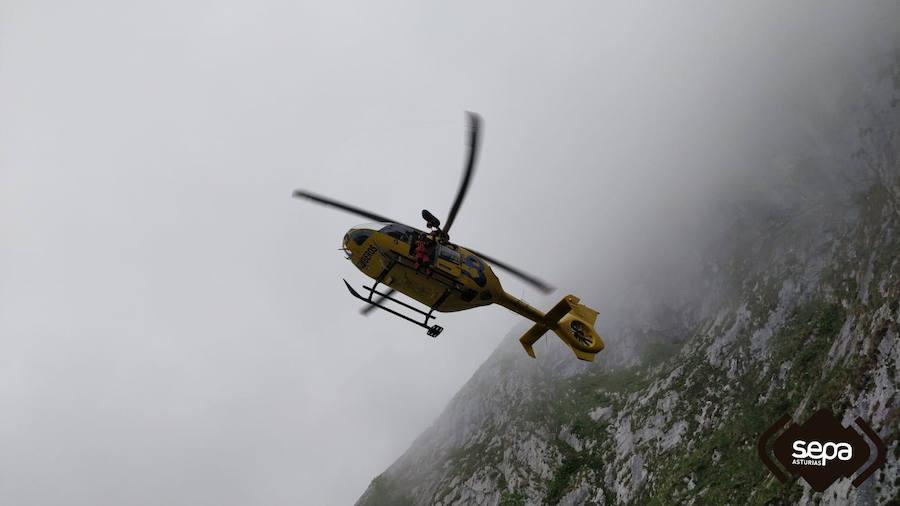 Rescatan a tres senderistas desorientados en Cabrales