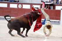 La brutal cornada del torero Román en Las Ventas