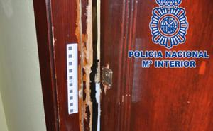 Detenidos por entrar al piso del que habían sido desahuciados dos horas antes en Gijón