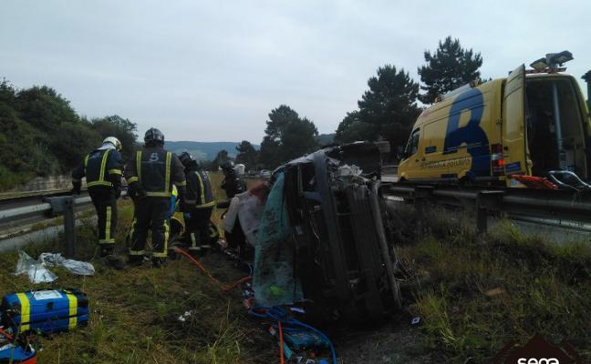 Muere un gijonés de 24 años al salirse su vehículo de la vía y volcar en la 'Y'