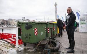 900 kilos de cristal bajo el mar de Gijón