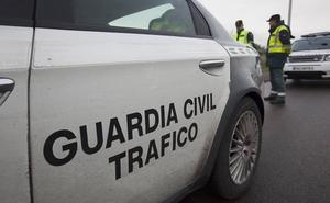 Policía Local y Guardia Civil tratan de identificar a un conductor que se dio doblemente a la fuga en Oviedo y en Salas