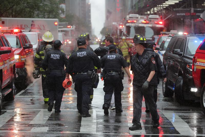 Un helicóptero se estrella contra un edificio en Nueva York