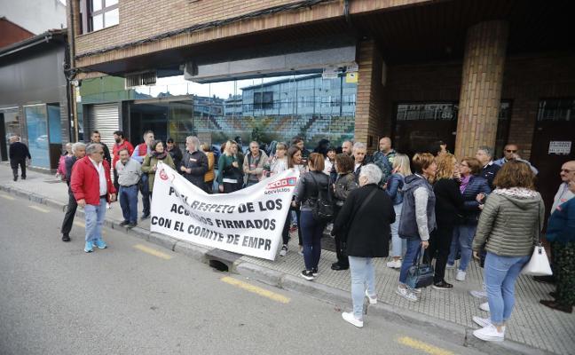 Los trabajadores de El Economato piden que se respeten sus horarios