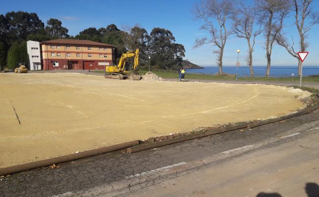 El aparcamiento de la residencia de Perlora acumula siete meses de retraso
