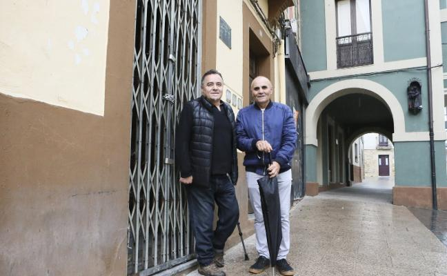 Los hermanos César y Valentín Loredo, profetas en su calle