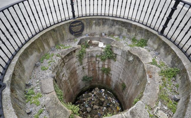 La Barquera, pozo histórico «y sucio»