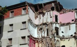 Comienza la demolición del edificio de los militares en La Arena