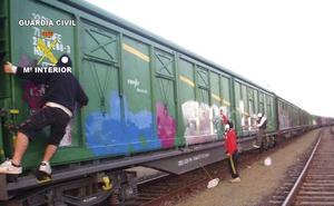 Ocho grafiteros detenidos por causar daños en trenes de Asturias y de otras comunidades del norte