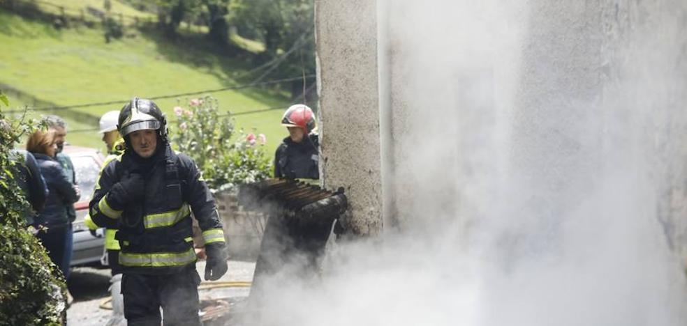 Aparece muerto el dueño de una casa que ardió en Laviana de madrugada