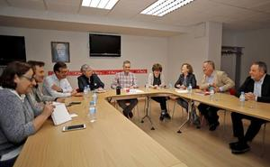 PSOE e IU negociarán tras la investidura un programa conjunto y un posible gobierno de coalición