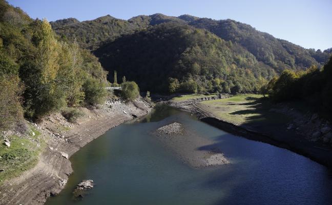 El Ayuntamiento de Caso reclama que se autorice ya la navegación en Tanes