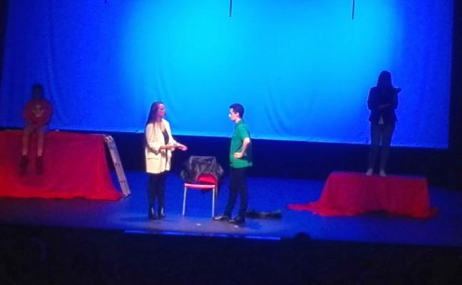 El IES Corvera cierra la sección oficial de la muestra de teatro