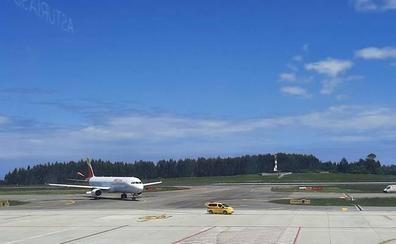 Aumentan un 5,4% las operaciones en el Aeropuerto de Asturias en el mes de mayo