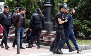 Tres detenidos en pleno centro de Oviedo por varios robos en supermercados