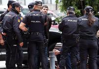 Amplio dispositivo para detener a tres personas en el centro de Oviedo