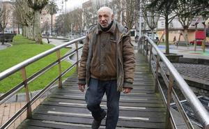 Fallece Pedro Serrano, el poeta que vivió diez años en las calles de Gijón