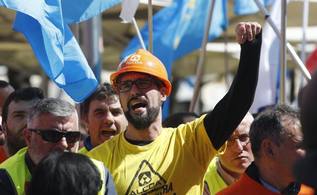 El comité de Alcoa inicia la marcha a Madrid y avisa: «El tiempo se agota»