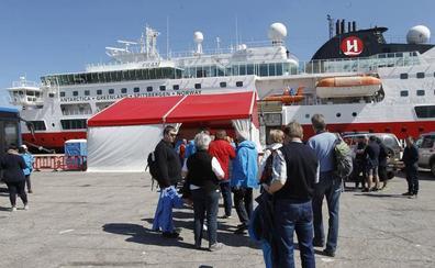 Tres cruceros, con 3.650 pasajeros, atracarán en El Musel