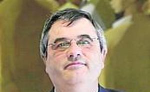 El catedrático Hilario López, distinguido como Embajador de Gijón 2019