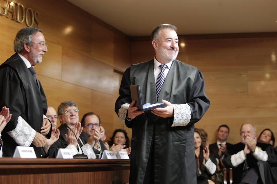 El Colegio de Abogados de Oviedo entrega sus insignias